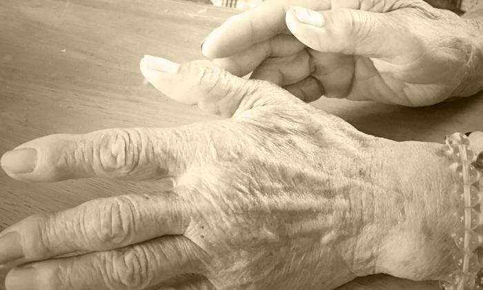 おばあちゃんの手